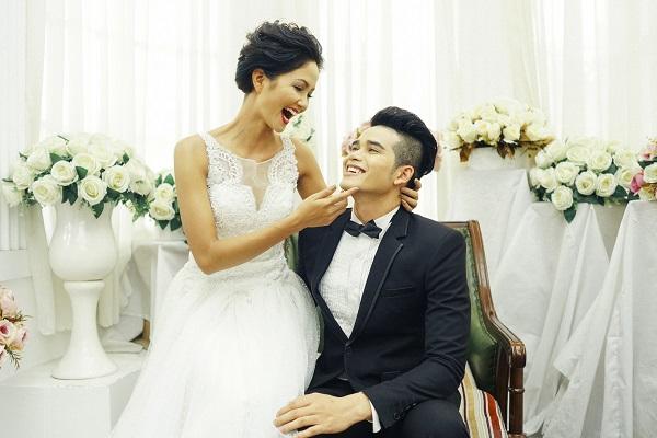 Bật mí chú rể điển trai trong loạt ảnh cưới mới rò rỉ của Tân Hoa hậu H'Hen Niê