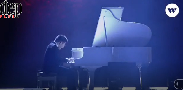 Tiết mục xúc động nhất WeChoice Awards: Bé Bôm đệm đàn, Sơn Tùng MTP hát Remember Me