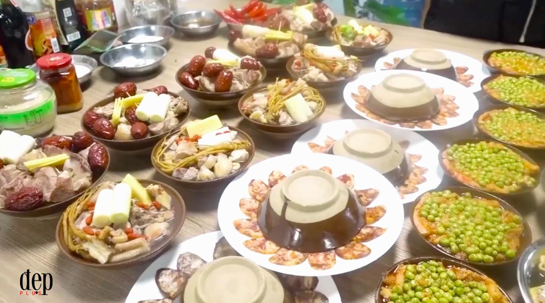 Cả phòng làm việc bỗng chốc biến thành nhà bếp di động khi Thánh ăn công sở trổ tài nấu cỗ tất niên