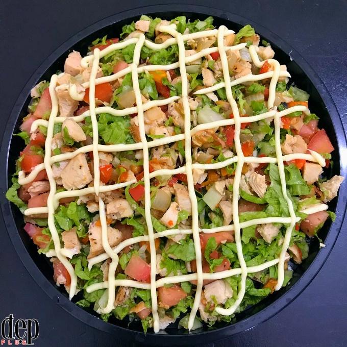 Đãi cả nhà salad ức gà rau củ quả nhẹ bụng đầu năm