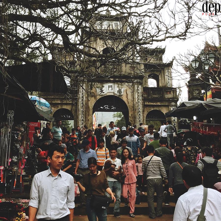 Chùm ảnh: Dòng người chen chúc nhau trong những ngày đầu tiên của lễ hội chùa Hương
