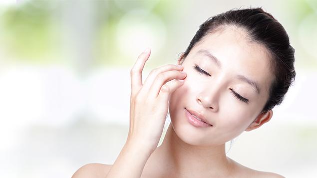 Chăm sóc da dầu đúng cách khi trời nồm giúp tránh mụn ẩn