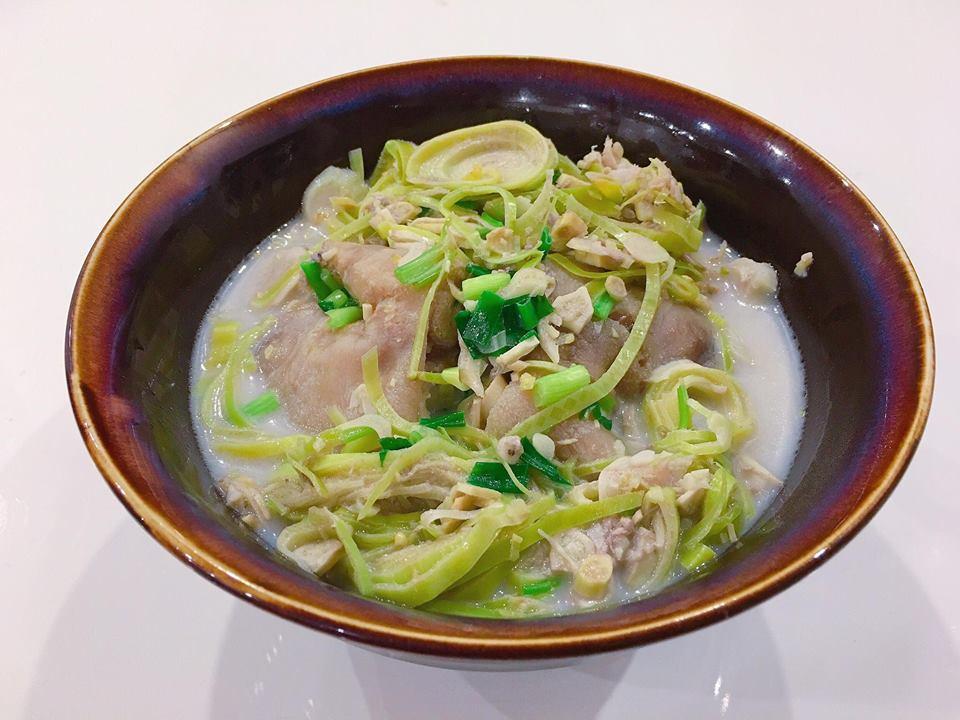 Canh móng giò hoa chuối nấu chua đơn giản, bổ dưỡng mà không bị ngán