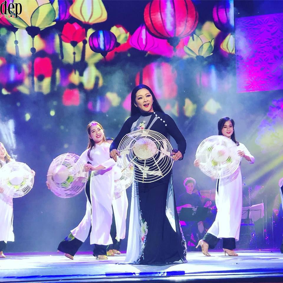 Như Quỳnh và Phi Nhung lần đầu song ca tại Việt Nam