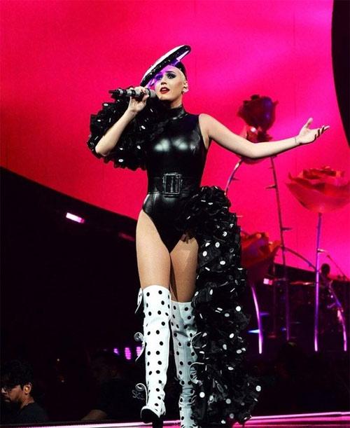 Katy Perry tiếp tục chọn trang phục của Công Trí cho chiến dịch quảng cáo mới