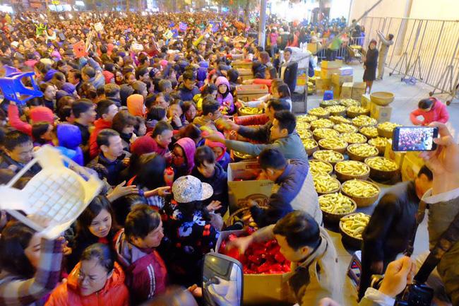 Vì sao chùa Phúc Khánh luôn đông nghẹt người ngày Rằm tháng Giêng?