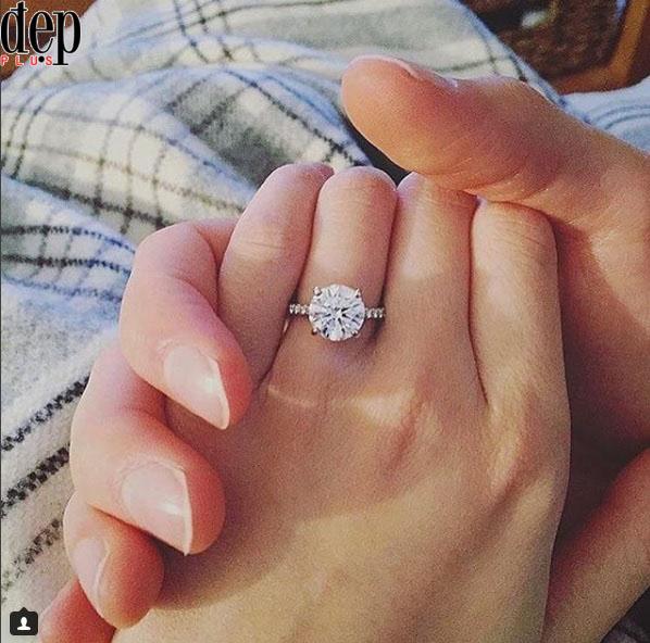 Đăng ảnh tay đeo nhẫn, Ngô Kiến Huy ám chỉ đám cưới với Khổng Tú Quỳnh?