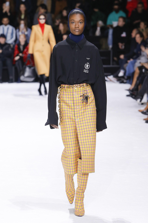 Ngắm bộ sưu tập cá tính của Balenciaga Fall 2018