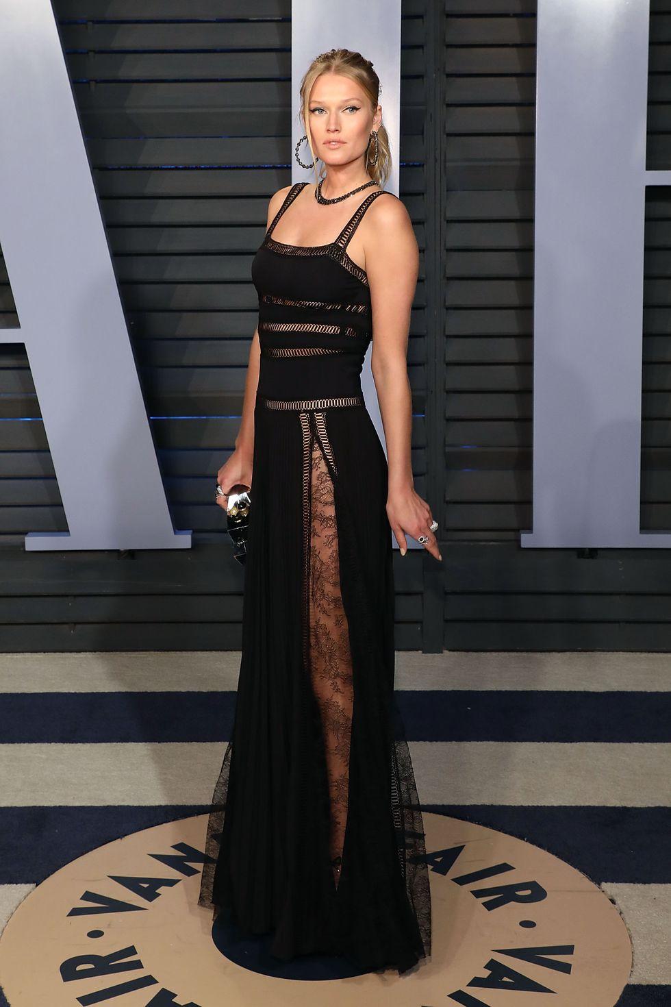 Oscar đã hết nhưng tiệc hậu vẫn gây sốt vì váy áo táo bạo của các mỹ nhân