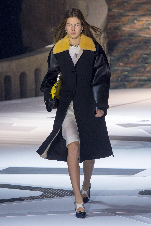 Louis Vuitton khép lại mùa Fashion Week Fall 2018 với bộ sưu tập sang trọng, đẳng cấp