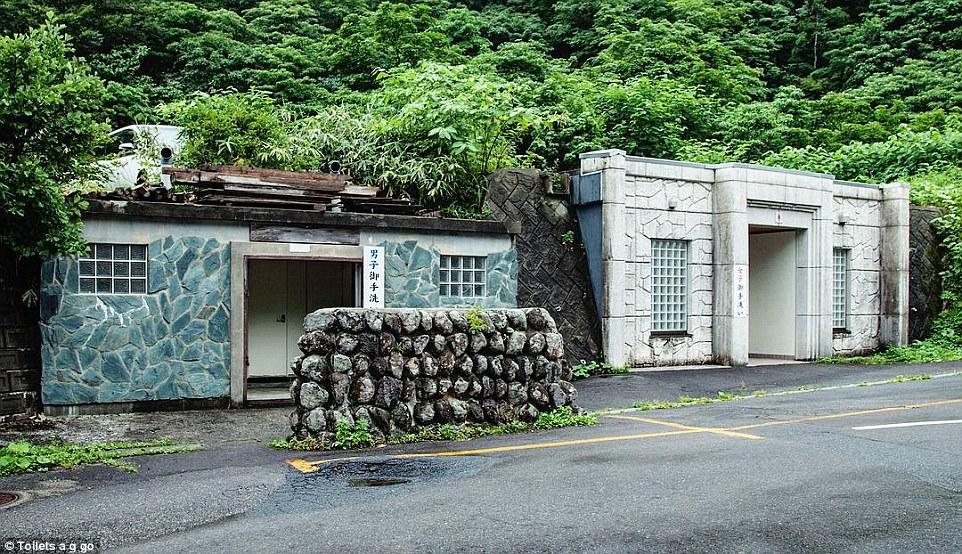Chùm ảnh: Những nhà vệ sinh công cộng có thiết kế kì quái nhất Tokyo