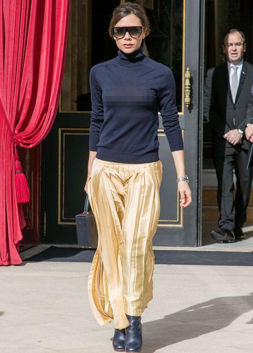 Victoria Beckham thả rông, hớ hênh vòng 1 khi xuống phố
