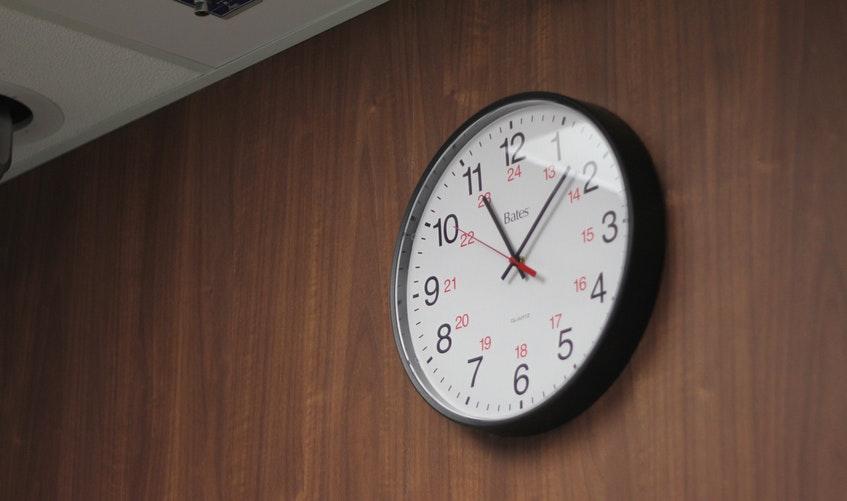 Nên và không nên làm gì để treo đồng hồ treo tường hợp phong thủy