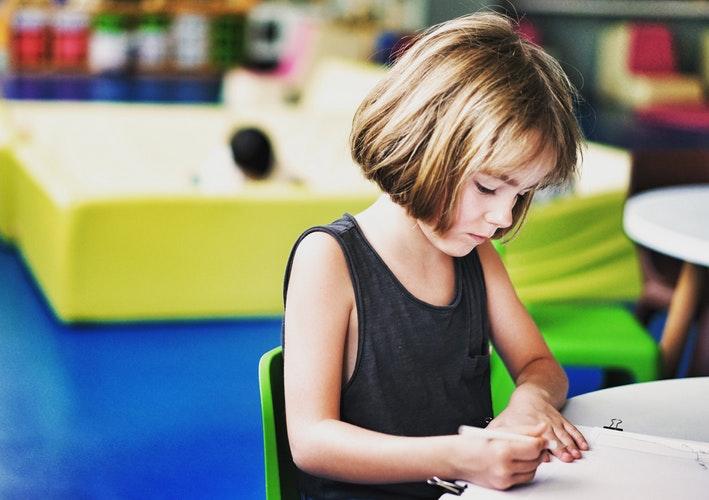 Lỗi phong thủy khi đặt bàn học khiến con cái học hành sa sút