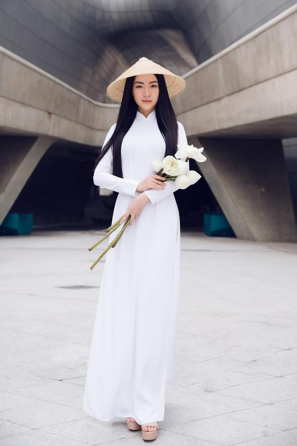 Nàng thơ xứ Huế xuất hiện đẹp như tranh tại Seoul Fashion Week