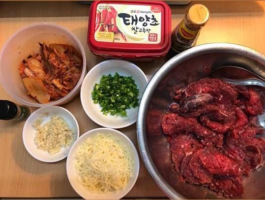 Vào bếp làm thịt bò áp chảo phomai đãi cả nhà cuối tuần