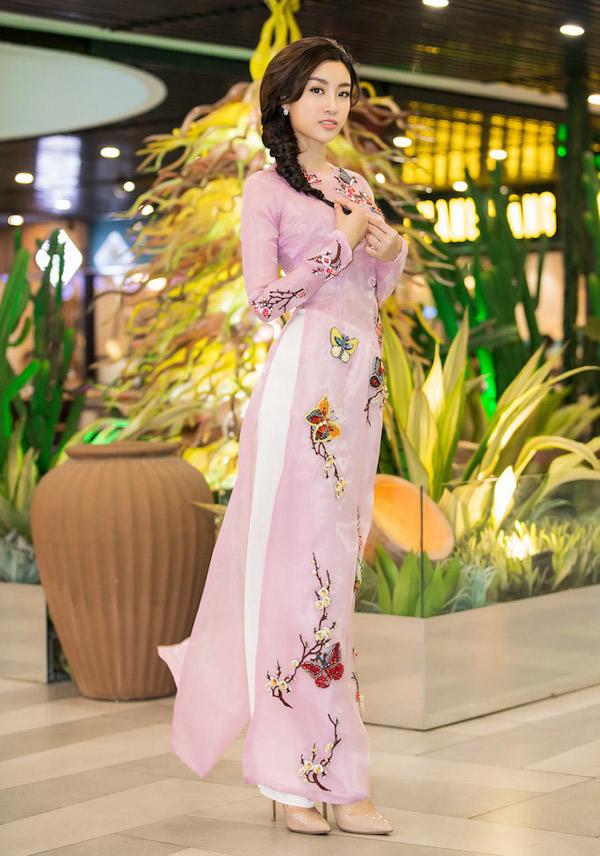 Xuất hiện giữa tâm bão Trường Giang - Nam Em, Nhã Phương lọt Top mặc đẹp nhất tuần