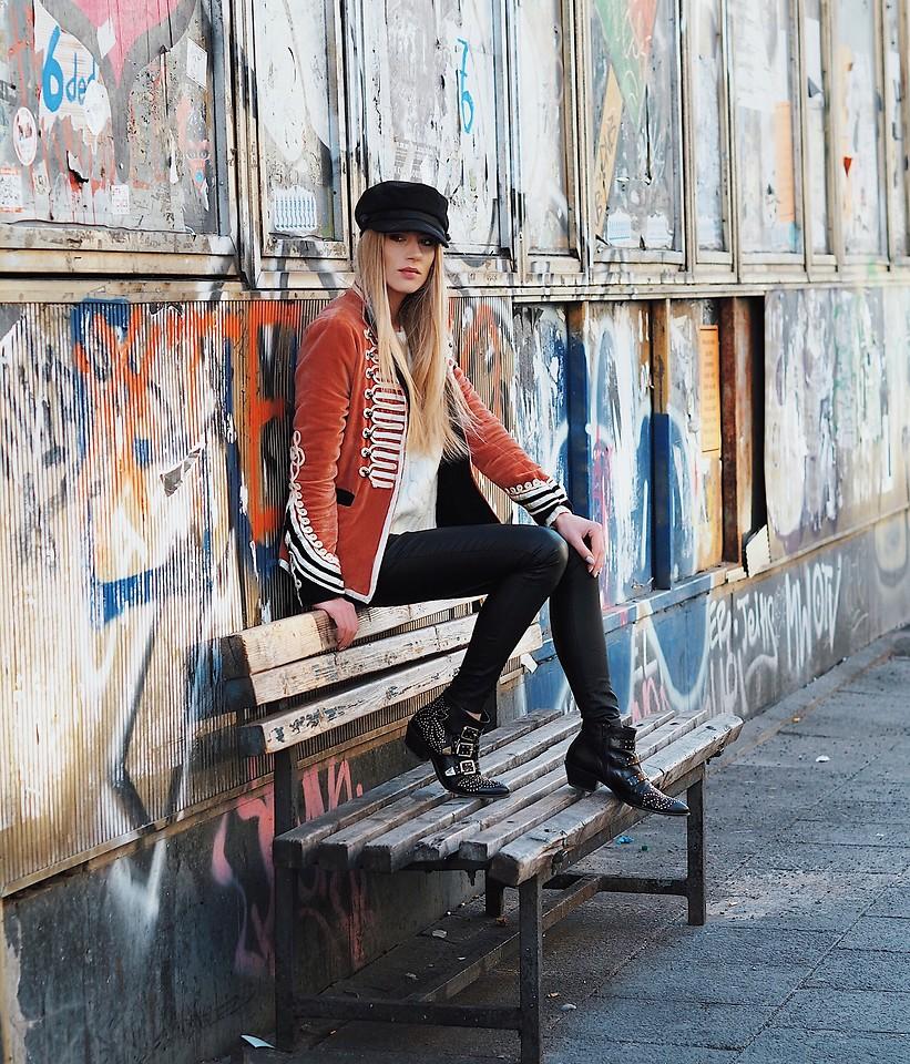 Dạo quanh thế giới ngắm phong cách đường phố của các fashionista sành điệu