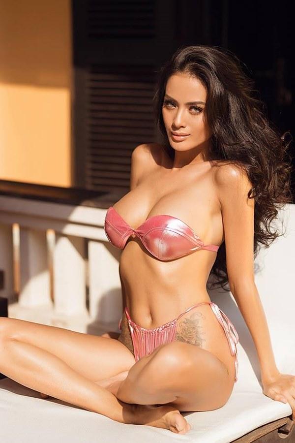 Hè chưa tới nhưng loạt sao Việt đã đốt mắt fan với bikini nóng bỏng