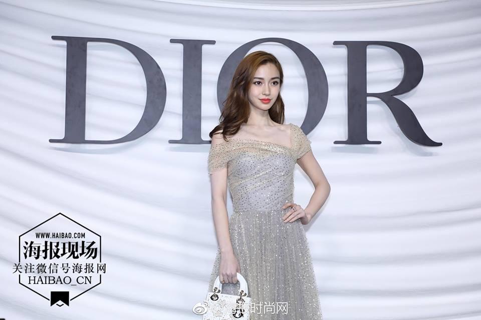 Vắng bóng Triệu Lệ Dĩnh, cựu đại sứ Angela Baby trở thành tâm điểm sự kiện của Dior