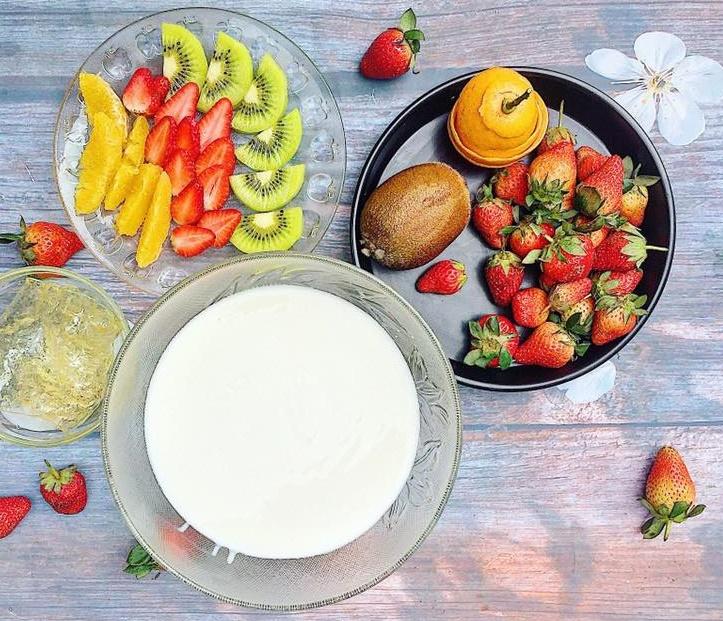 Cuối tuần làm sữa chua dẻo trái cây khiến cả nhà mê tít