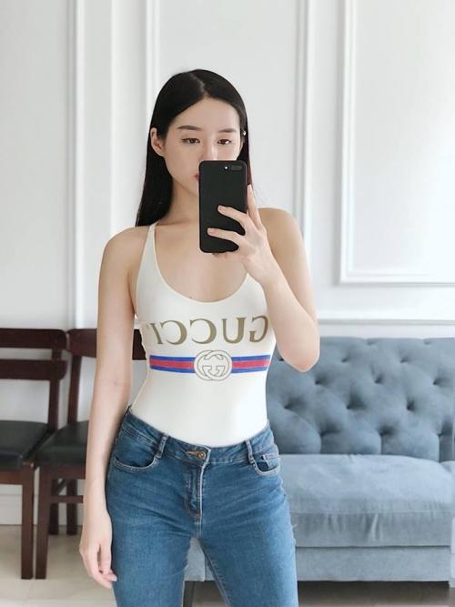 Sao Việt đồng loạt lăng xê trở lại mốt swimsuits phiên bản Gucci đẳng cấp