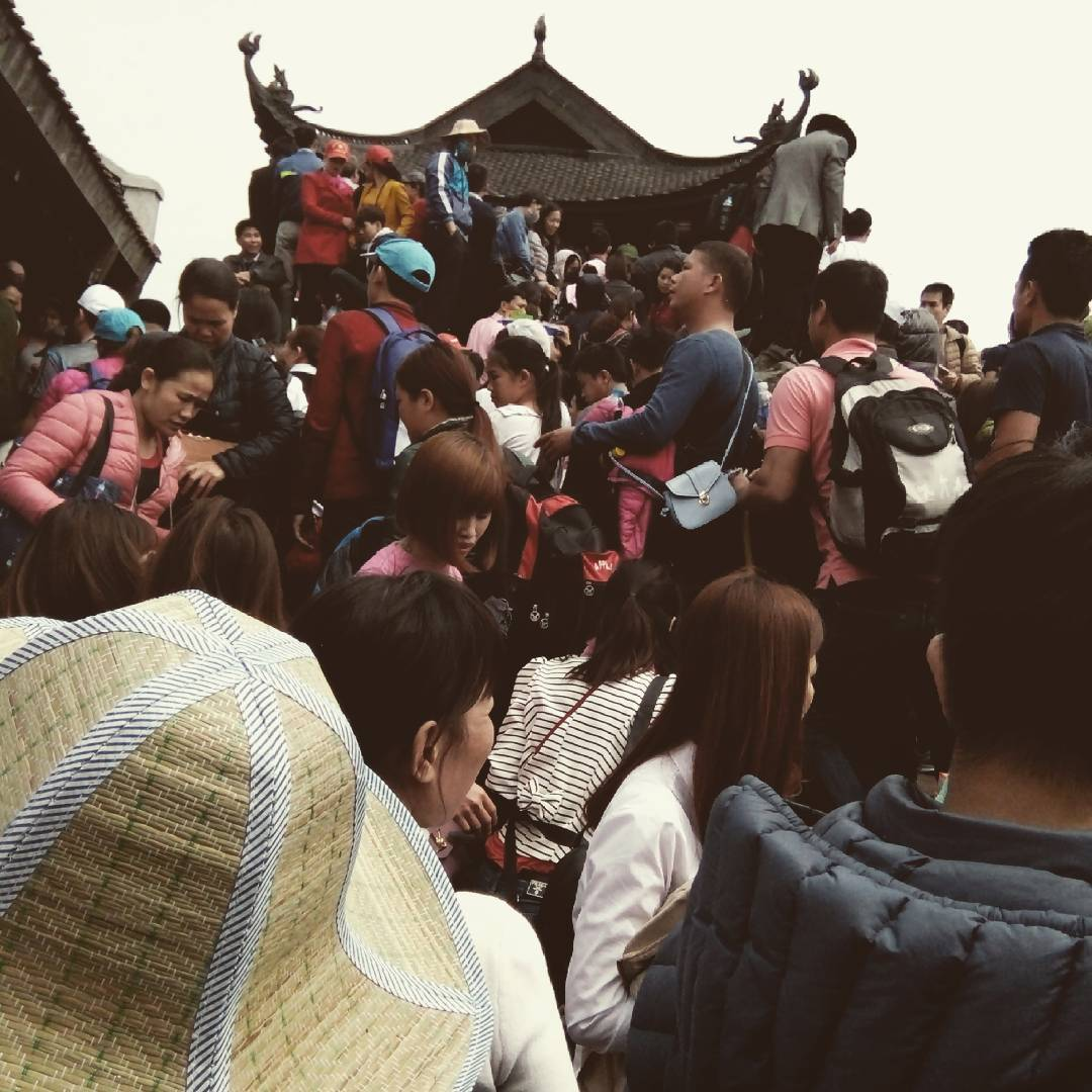 Chùm ảnh: Hãy trả lại sự thanh tịnh cho chốn thiền môn chùa Đồng - Yên Tử!