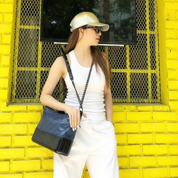 Street style đầu hè đơn giản, gợi cảm của mỹ nhân Việt