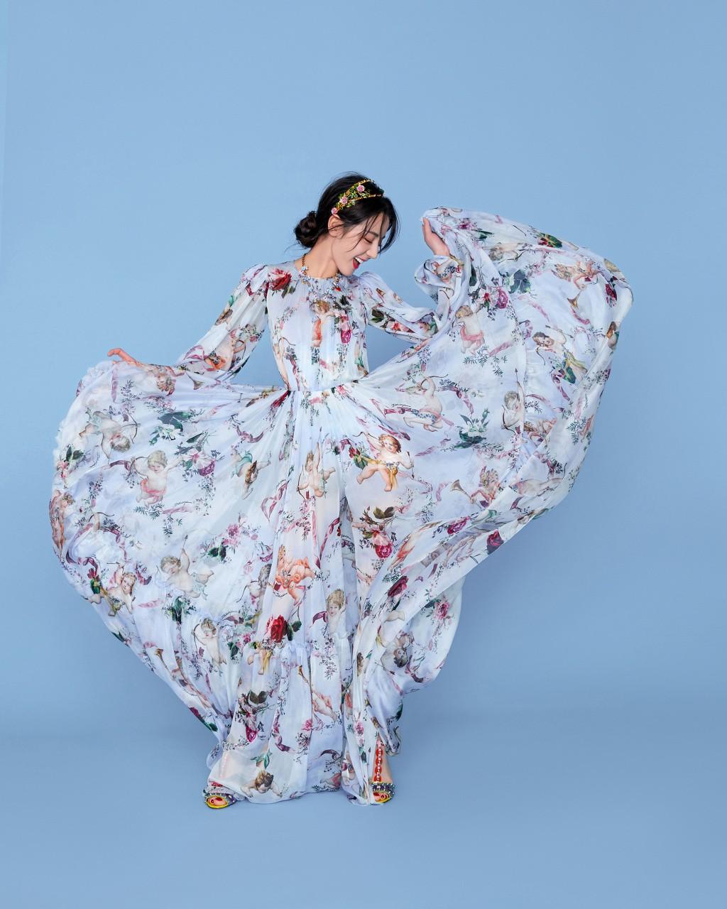 Địch Lệ Nhiệt Ba khiến fan ngất ngây với hình ảnh xinh như công chúa