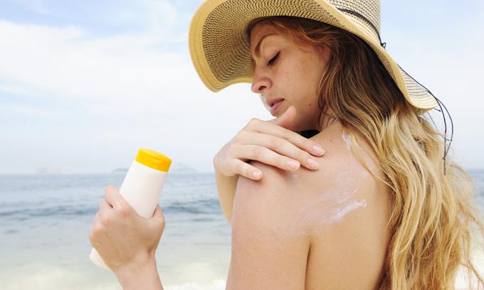 Những lưu ý khi sử dụng kem chống nắng mùa này