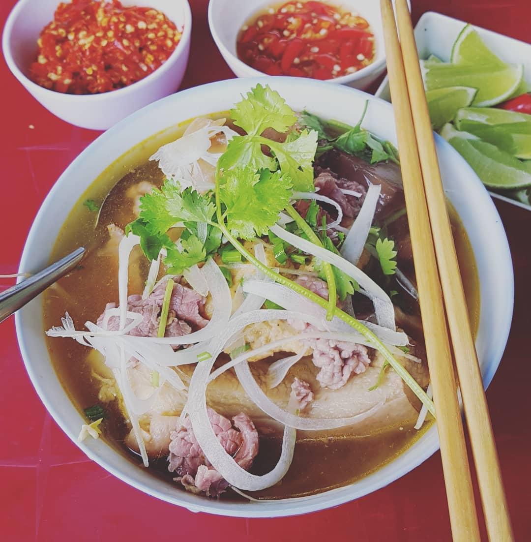 Gợi ý 10 món ăn nhất định phải thử khi du lịch Huế (phần 1)