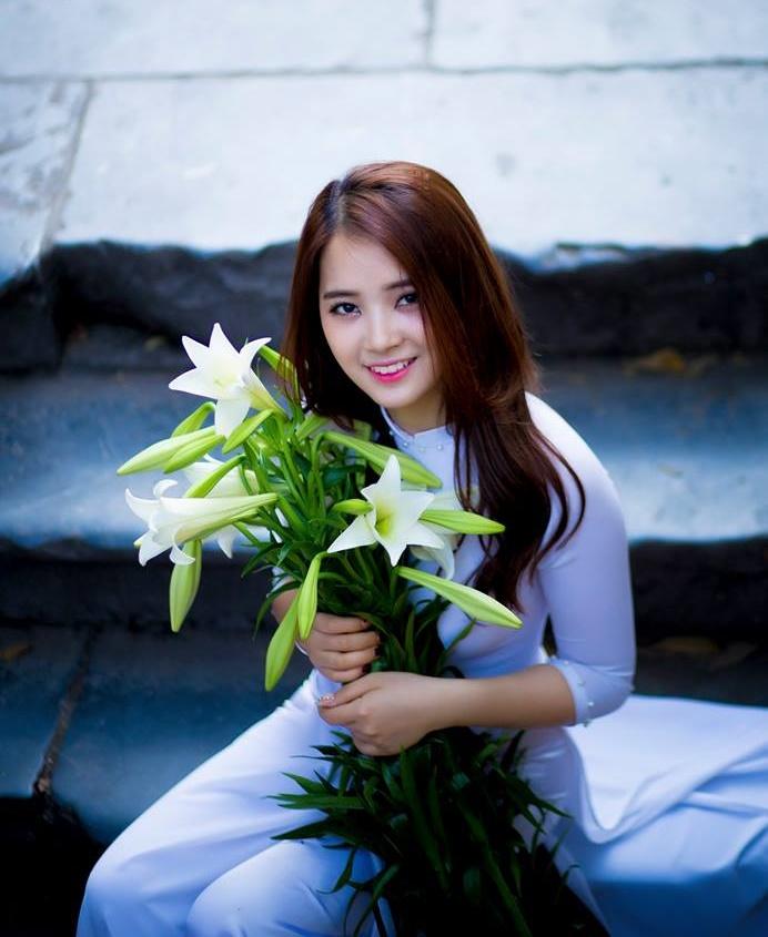 Chùm ảnh: Thiếu nữ Hà thành đua nhau khoe sắc bên hoa loa kèn
