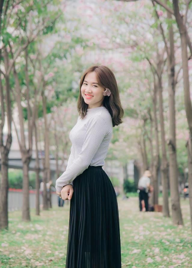 Chùm ảnh: Sài Gòn hóa nàng thơ Nam Bộ mùa hoa kèn hồng