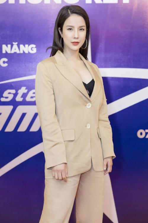 Ngọc Trinh, Phạm Hương bất ngờ rủ nhau lọt Top sao mặc xấu tuần qua