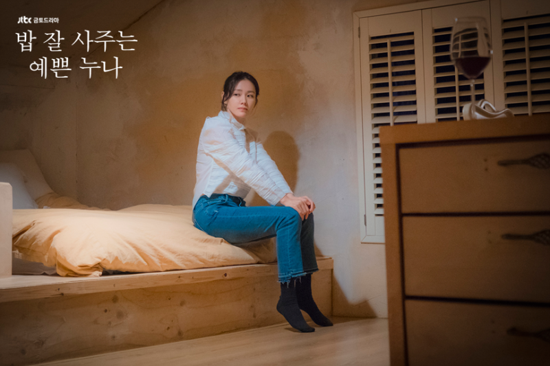 Ngắm style công sở đơn giản của Son Ye Jin trong Chị đẹp mua cơm ngon cho tôi