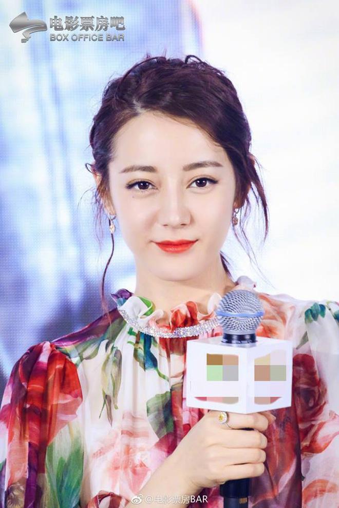 Địch Lệ Nhiệt Ba lại khiến fan ngất ngây nhờ loạt ảnh xinh như tiên nữ