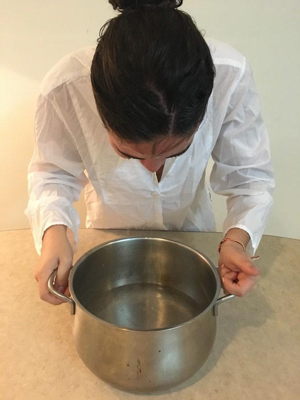 Học theo mẹo ngâm mặt bằng nước có ga, cô gái và nhận cái kết không thể bất ngờ hơn!