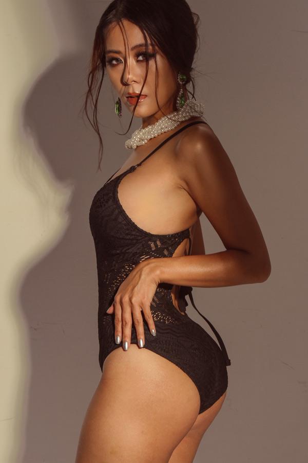 Nam Thư phô diễn đường cong với bikini và bodysuit