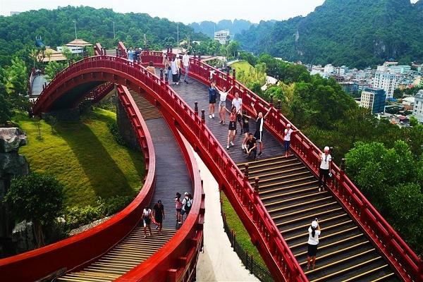 Cầu Koi lọt top những cây cầu check-in khiến giới trẻ phát cuồng