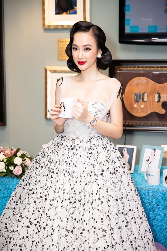 Angela Phương Trinh mặc đầm xoè công chúa đi sự kiện