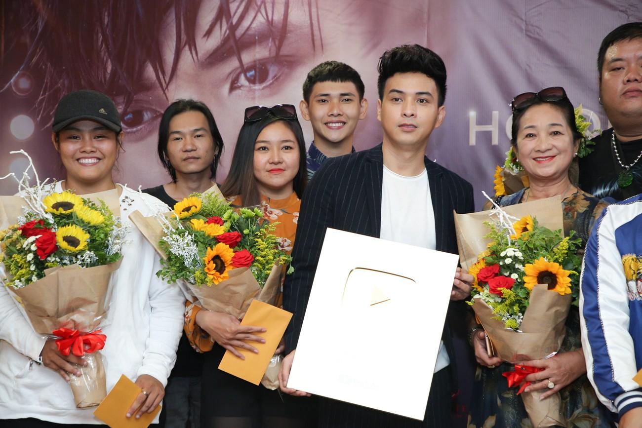 Làm giang hồ sau khi chia tay Bảo Anh, Hồ Quang Hiếu nhận ngay nút vàng YouTube