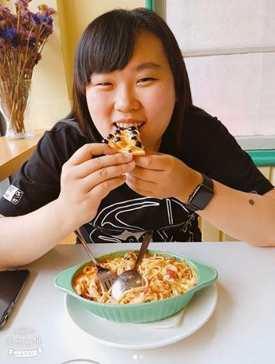 Trà sữa xưa rồi, pizza trân châu 100 nghìn/cái là món ăn mới nhất gây sốc tín đồ trân châu