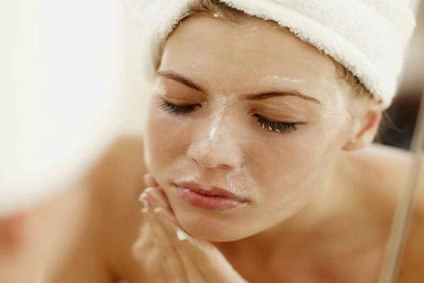 6 cách trị mụn ẩn dưới da nhanh, gọn và quan trọng nhất là chả tốn nhiều tiền
