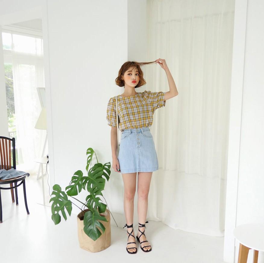4 kiểu chân váy ngắn diện lên trẻ trung hết sức, lại còn giúp khoe triệt để đôi chân thon gọn nuột nà