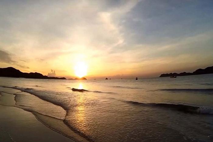 Quên Hạ Long đi, đây mới là hòn đảo đáng đến ở Quảng Ninh, đã đẹp lại rẻ