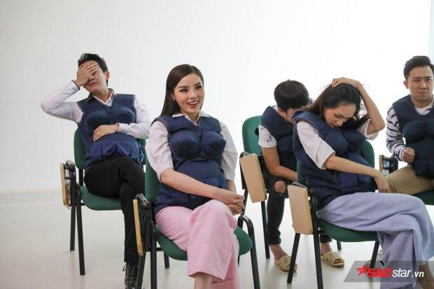 Cùng xem video sinh nở: Song Giang - Hứa Vĩ Văn che mắt vì sợ, Việt - Hàn căng thẳng, sao Kỳ Duyên lại cười bình thản thế này?