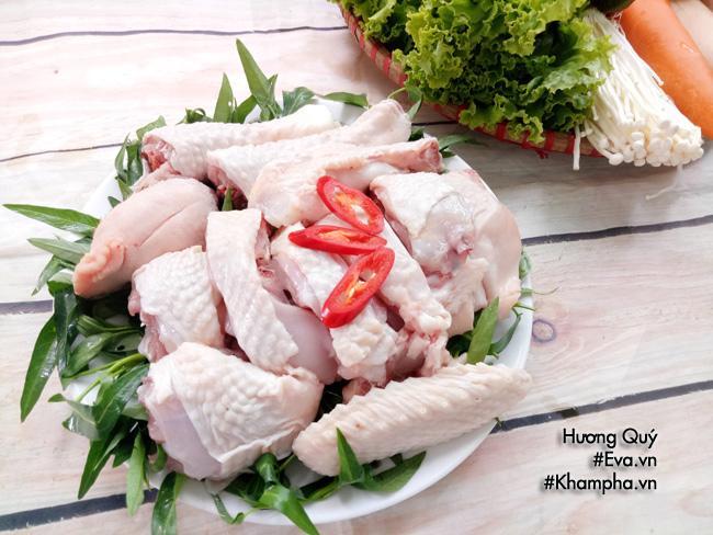 Cách nấu lẩu gà nấm vừa ăn vừa xuýt xoa cả nhà ai cũng thích