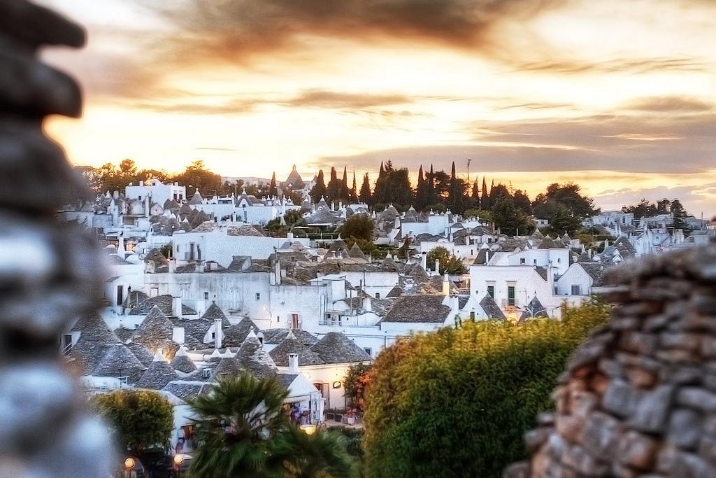 Thị trấn lều đá ở phần gót chiếc ủng Italy
