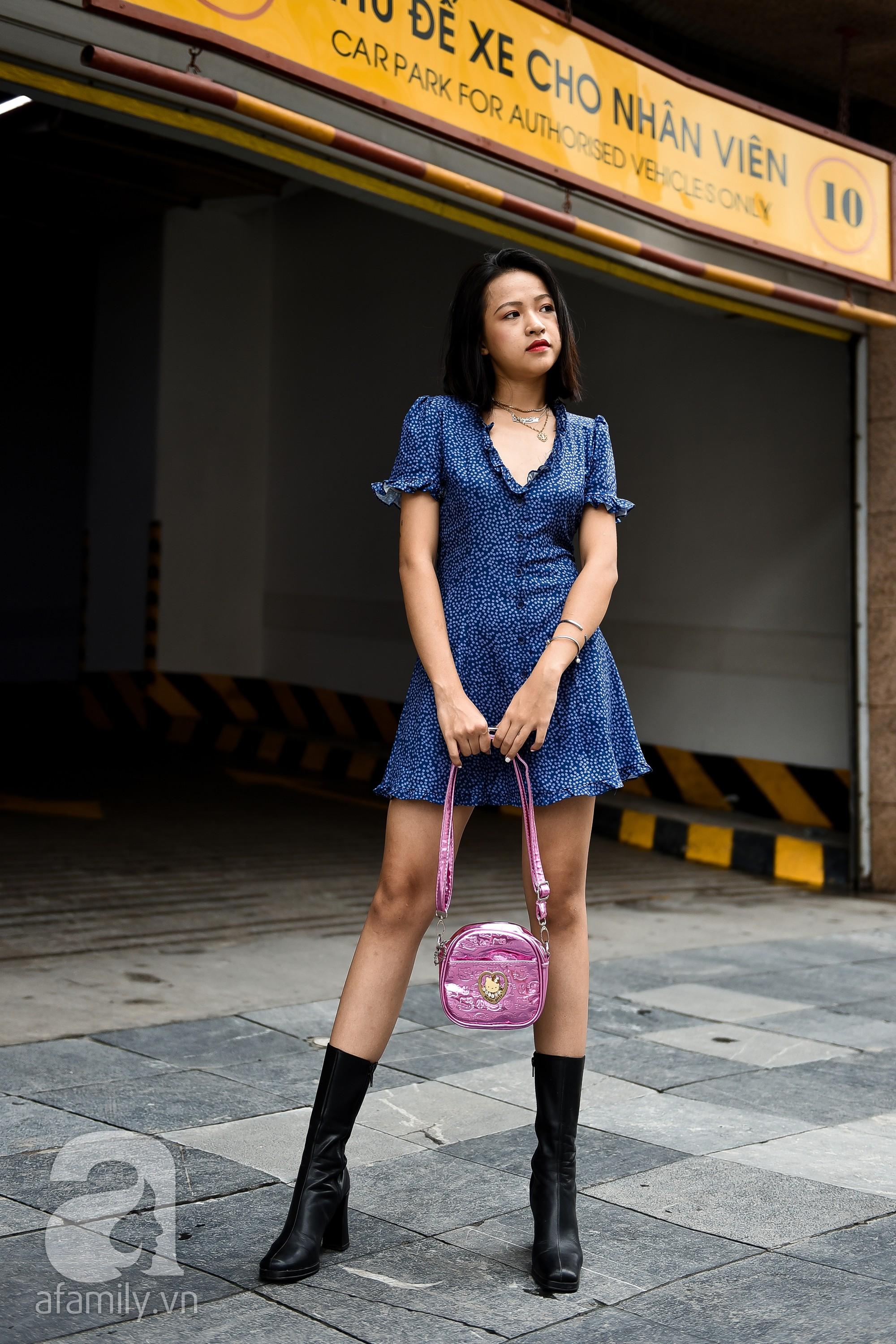 Chẳng phải váy liền hay áo phông, boots chính là món đồ được các quý cô miền Bắc ưu ái trong tuần này