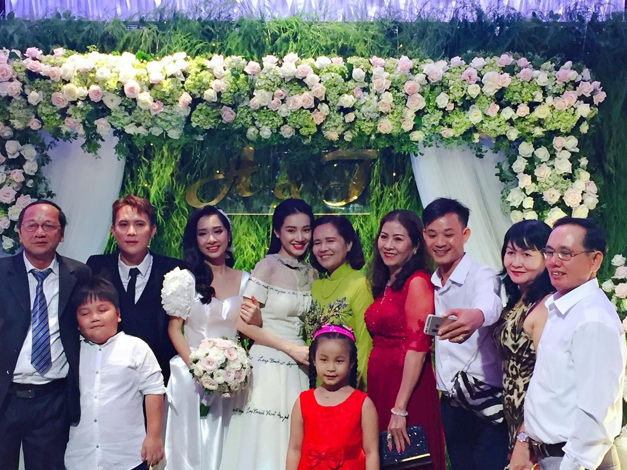 Nhã Phương xinh tươi trong đám cưới em gái, vắng bóng Trường Giang